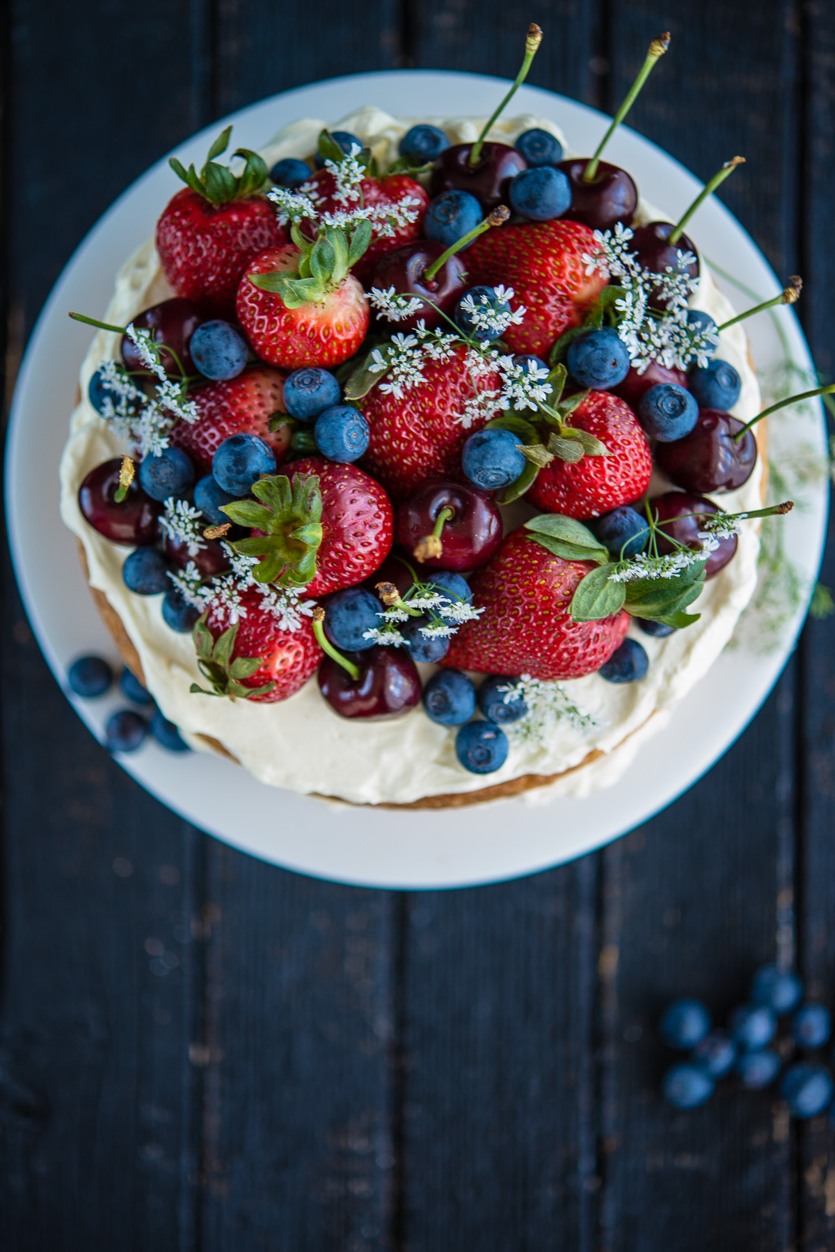 Natural Cake Decorating Ideas : Sponge Cake with Berries and Cherries The Hungry Australian